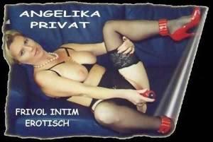 Angelika in heissen Straps!